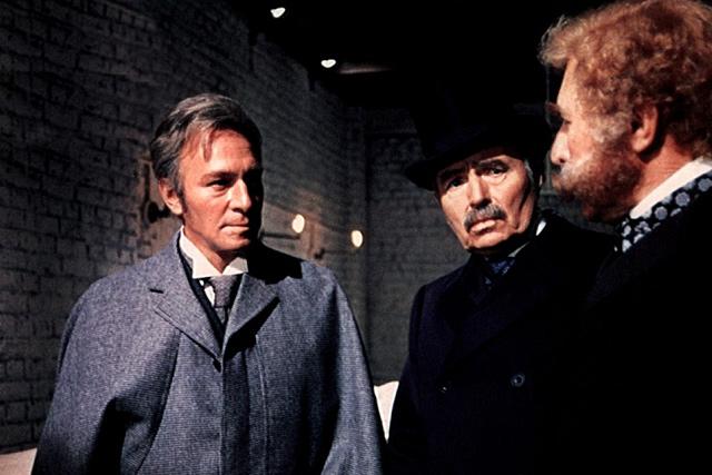 Törvényes gyilkosság (Sherlock Holmes és Hasfelmetsző Jack) 20120108-sherlock-holmes12